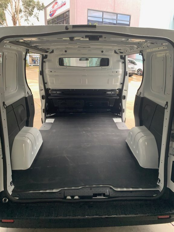 RENAULT TRAFIC X82 - RUBBER MAT